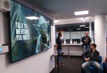 Deltakerne i Bergens første Hackaton har 24 timer på seg til å presentere morgendagens løsninger. Med mentorer fra blant andre IBM, Deloitte Digital, Bergen kommune og Sparebanken Vest i ryggen. (Foto: Nils Olav Sæverås)