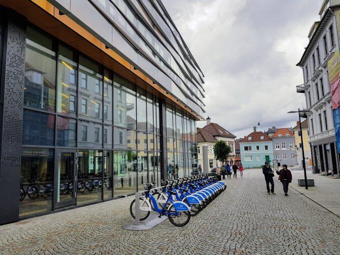 Bysykkel har vært mest populært blant yngre mennesker, snittalderen er på 28 år. (Foto: Sparebanken Vest)
