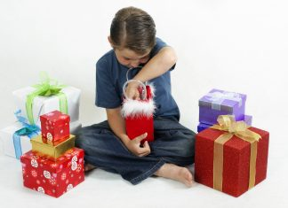 Ifølge hovedorganisasjonen Virke vil vi julehandle for over 56 mrd kroner i år. Det er enda litt høyere enn i fjor. (Foto: Colourbox)