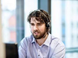 Kunderådgiver Magne Rommetveit Fivelstad råder deg til å se på egen økonomi før du velger finansiering (Foto: Tove Lise Mossestad )