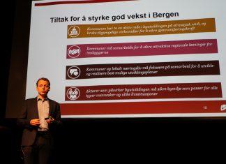 Espen Holum i PwC Bergen legger frem de fire anbefalinger for god byutvikling i undersøkelsen.
