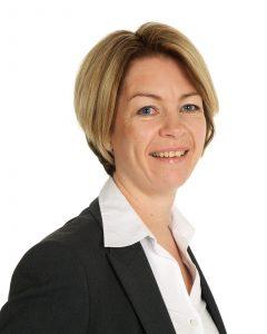 Banksjef Nina Hopsdal i Sparebanken Vest i Haugesund setter stor pris på samarbeidet med FK Haugesund. (Foto: Sparebanken Vest)