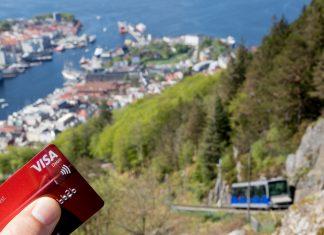 Fløibanen har årlig cirka 1,5 millioner påstigninger. Køene for å se byen fra toppen av Fløien går kjappere unna med kontaktløs betaling.