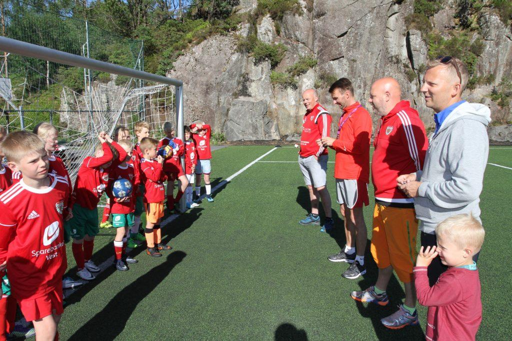 – Vi er innom aktivitetsparken til Sparebanken Vest flere ganger under Voss Cup, sier niåringene fra Loddefjord IL. (Foto: Sparebanken Vest)