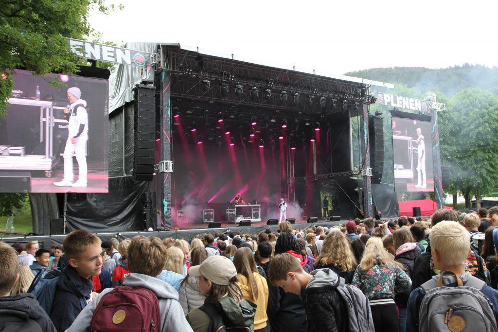 MachoMayne er scenenavnet til den tidlig scenevante 13-åringen og hiphop'eren Kaj Gripsrud Hjelmeland.