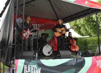 Årets åpningsartist på Hjertebank-scenen, folk-trubaduren Jarle Skavhellen, kan definitivt være en artist for større Bergenfest-scener etter hvert.