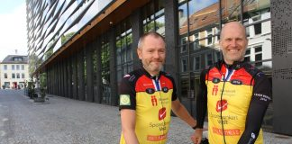 Naboene Thomas Skogstrand og Knut Høiaas har lenge vært sykkelkompiser, men i år er første gang Thomas også hiver seg med i det ukelange sykkelrittet fra København til Paris. (Foto: Sparebanken Vest)