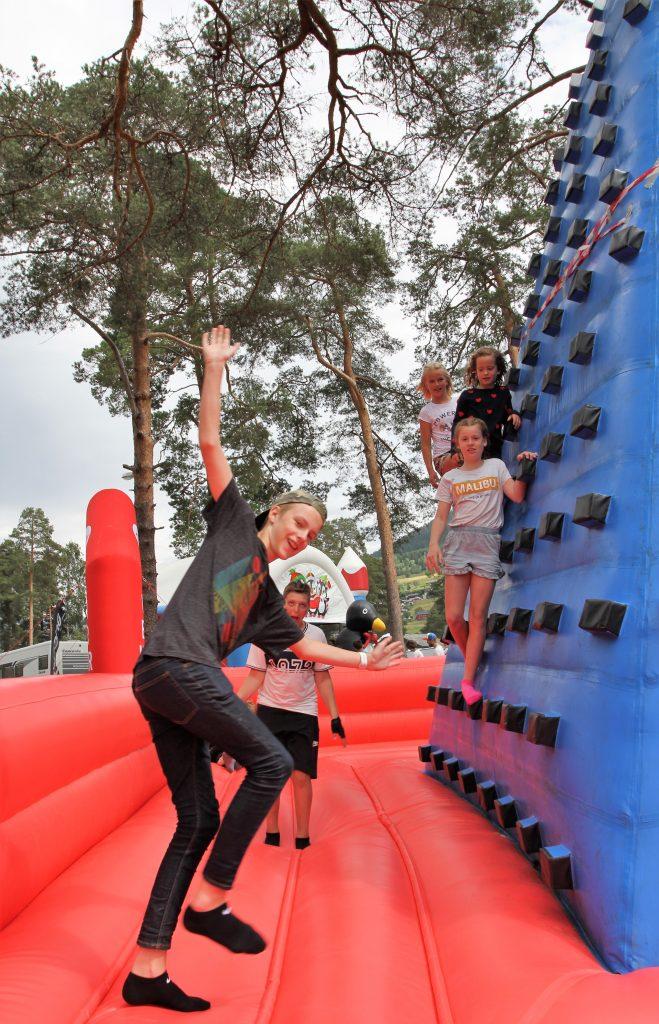 – Sparebanken Vest har som mål å væra den beste familiebanken, og då vil vi også ha det beste tilbodet til familiane under Ekstremsportveko, seier avdelingsbanksjef André Bjørkhaug på Voss.