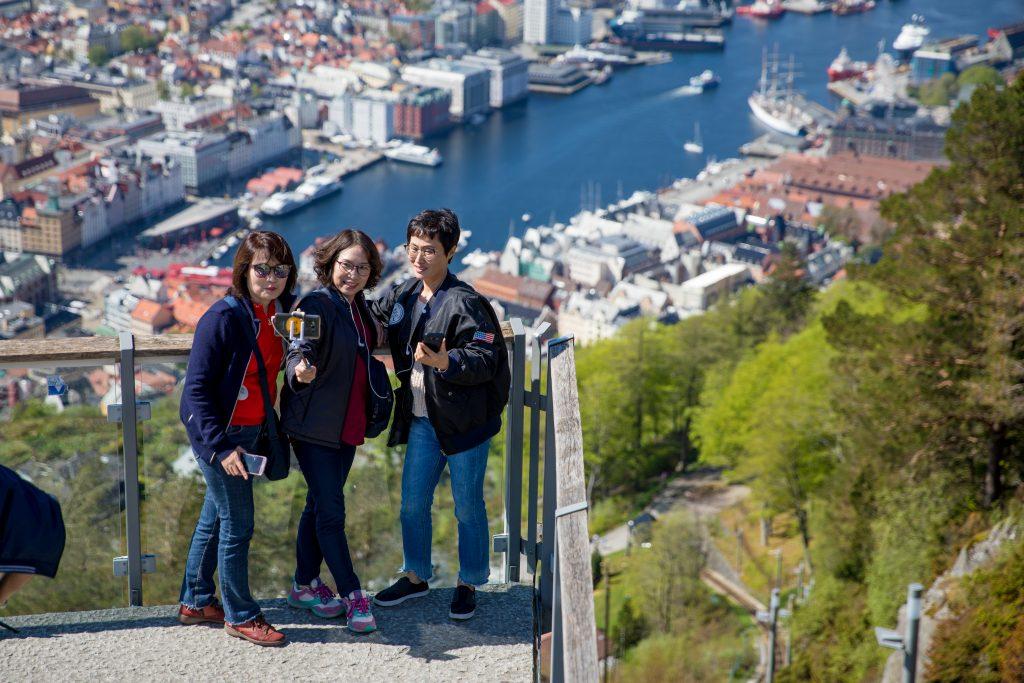 Turisme fra Italia, Spania og Tyskland utgjør hoveddelen av den europeiske turismen i Bergen. Amerikansk og asiatisk turisme utgjør også en stor andel.