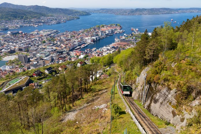 Fløibanen ønsker å være førstevalg for bergensere som vil opp i høyden, i tillegg til at stadig flere grupper av turister benytter toppen av Fløyen til å få panorama-oversikten over byen.