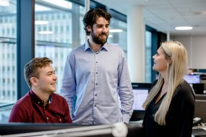 Eirik Vevatne, Magne Fivelstad og Helene Terkelsen er alle autoriserte finansielle rådgivere. De kan nås på telefon 915 05555 hver dag frem til kl. 21.00. (Foto: Tove Lise Mossestad)