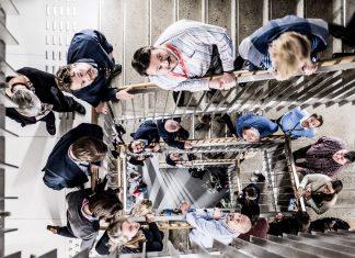 Trapperommet i Jonsvoll kan brukes til mer enn å brenne kalorier når vi flytter oss mellom etasjene. Denne dagen ble det en arena for eksperimentering rundt feiling og læring.