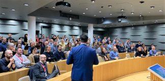 De tverrfaglige teamene samlet i auditoriet på Jonsvoll