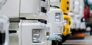 Lastebilar som står parkert